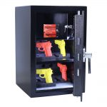 rottner-kurzwaffentresor-en-1-kwt-65-it-el-schwarz-S00360_inhalt-waffenhalter10-2